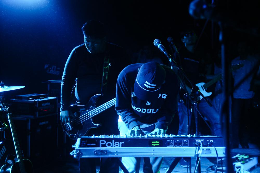Penampilan band POLYESTER EMBASSY asal Bandung (photo by: Bimo Dwi Putranto)