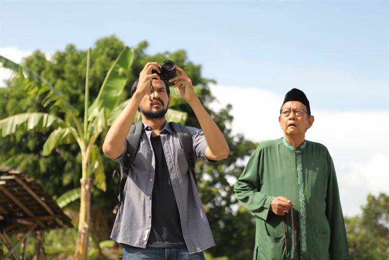 Scene film Mencari Hilal, Karya Ismail basbeth