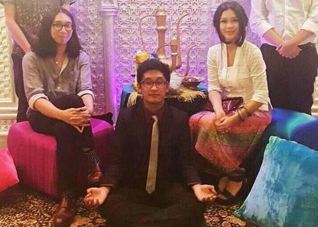 Adiguna Palinrungi (gitar dan vokal), Adil Akbar (vokal dan gitar) dan Felula Desfealucy (drum dan synthesizer) (sumber: instagrsm @aidaatomica)