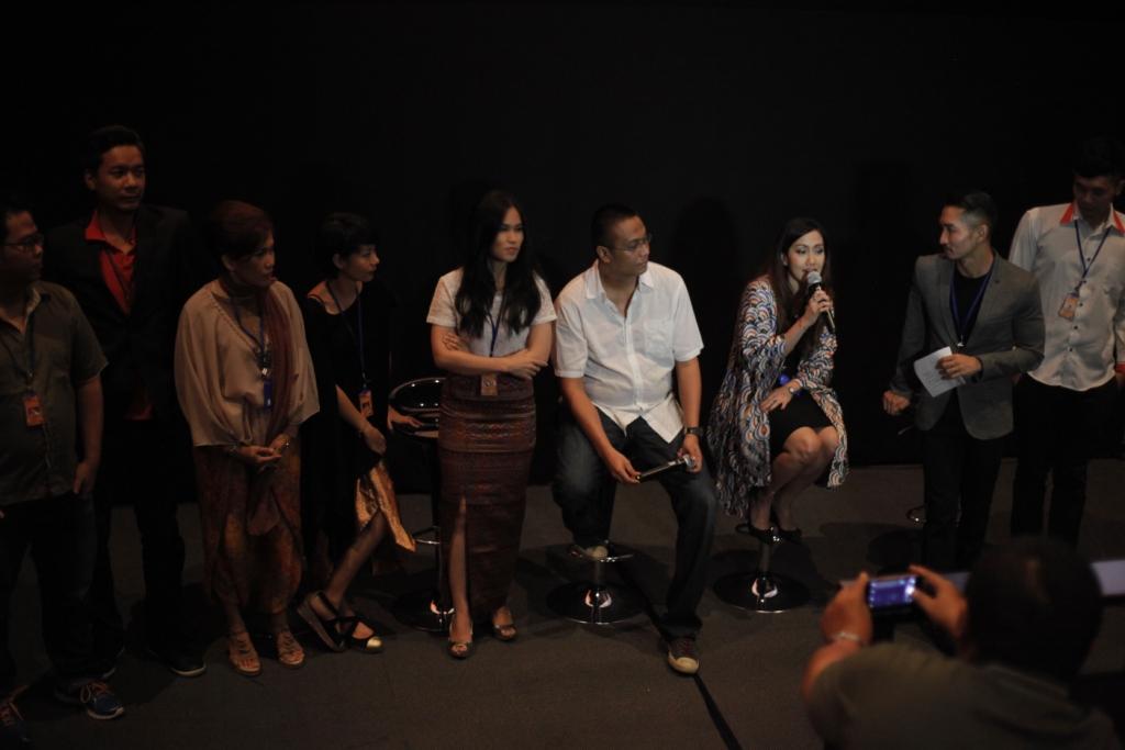Rudi Soedjarwo dan panitia Rumah Terindah Film Festival saat pembukaan acara