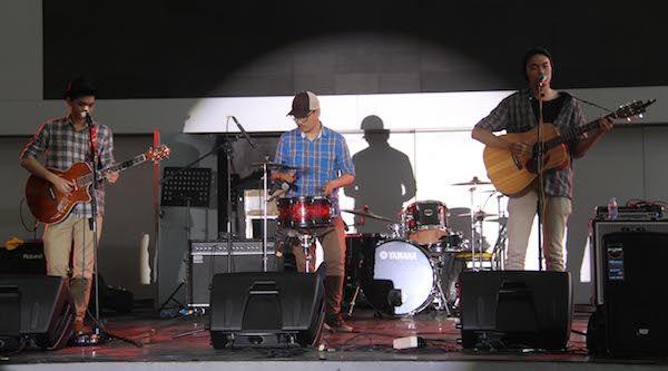 classmate-journal-band-apik-nih-perform-nya-gallery-600