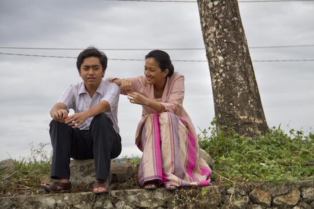 Cut Mini, sang pemeran utama Athirah bersama Jusuf Kalla muda (Ucu) yang diperankan Chirstopher Nelwan. Film Athirah berkisah tentang perjuangan seorang ibu dan istri membangun rumah tangga yang utuh. Foto oleh Miles Films.