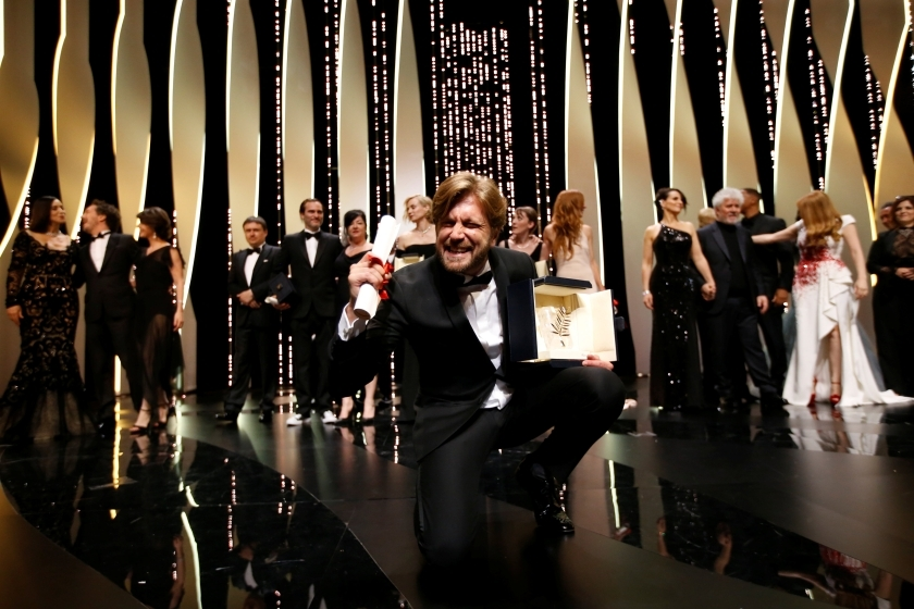 Sutradara Ruben Ostlund peraih Palme d'Or dalam filmnya 'The Square', bergaya di malam penutupan The 70th Cannes Film Festival. (Photo: Reuters)