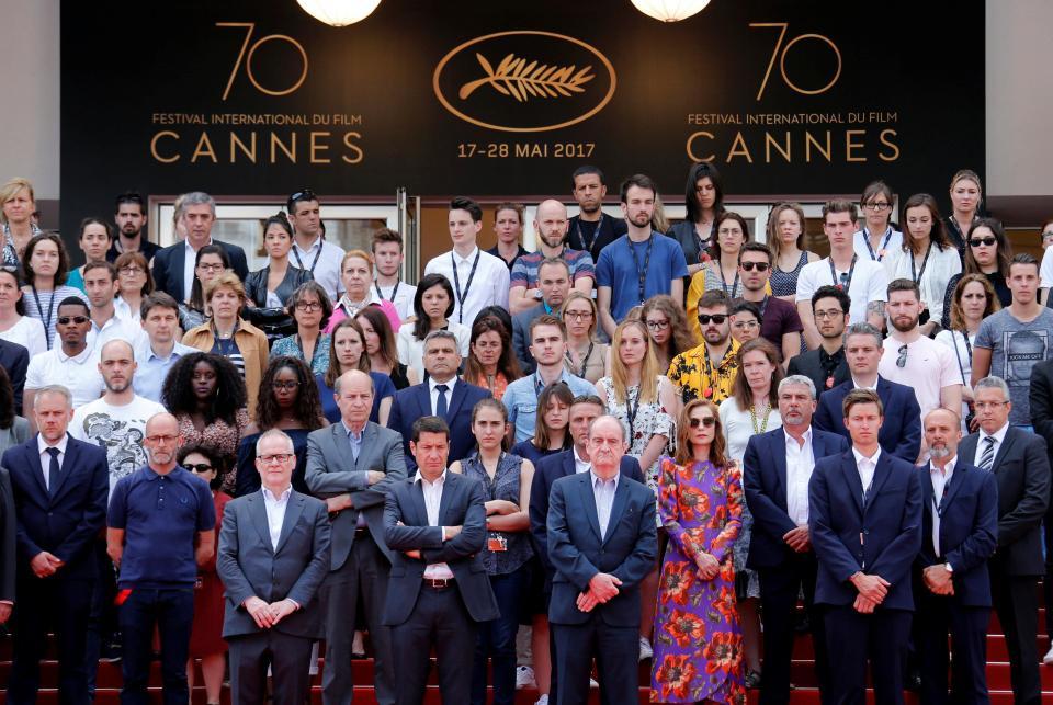 Thierry Fremaux, Pierre Lescure - President Cannes Film Festival, Artis Isabelle Huppert dan seluruh staf pendukung Cannes Film Festival 2017 di Red Carpet. (Photo: Reuters)